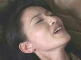 高齢熟女母は息子に顔射されてヒクヒク痙攣イキ!片山ゆかり02