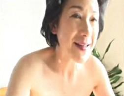 高齢熟女母が念願の息子と結ばれ汗だく痙攣アクメの近親相姦エッチ!