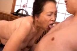 七十路お婆ちゃんの舐めテクが激エロいよ〜!挿入され「イッちゃうよ〜」02