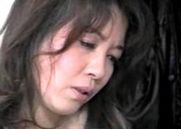 高齢熟女母が息子の痴漢癖を防ぐために抱かれ激しいエッチでヒクヒク痙攣アクメ!松嶋美弥02