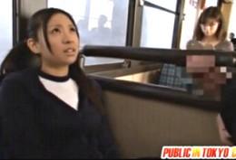美少女JKが公衆バスの中で大量噴水潮吹きヒクヒク痙攣!小倉奈々02