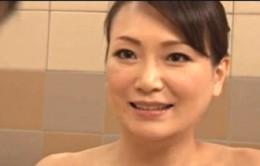 熟女妻がお風呂場で若い夫を誘ってヒクヒク痙攣アクメ!京野美麗02