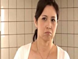 高齢熟女母が息子にガン突きされ腰砕け痙攣アクメ!暮町ゆうこ02