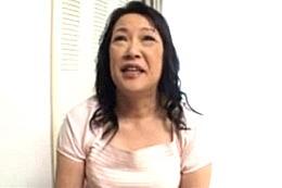 パイパン還暦熟女が手マンされてビクビク痙攣!堀川由紀子