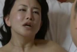 「固いチンポ入れて」熟女母は息子友人の絶倫にハマりヒクヒク痙攣アクメ!浅井舞香02