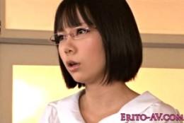 メガネ美少女JKが先生に手マンされ潮吹き痙攣アクメ!椿ゆい