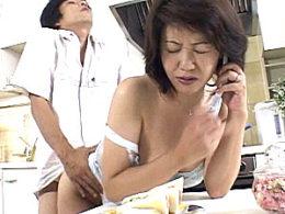 「母さんの中どう?」美人の熟女母が息子の童貞筆おろしでアヘ顔晒してヒクヒク痙攣アクメ!榎本典子