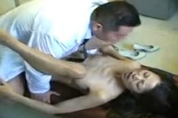 媚薬ガスで発情した熟女がエロ医師に中出しされヒクヒク痙攣オーガズム!