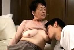還暦過ぎた高齢熟女の祖母が孫にガン突き中出しされピクピク痙攣!