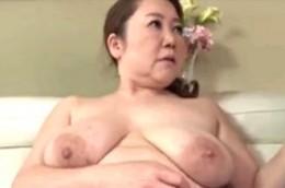 還暦の高齢熟女母が息子と母子相姦で潮吹き痙攣!02