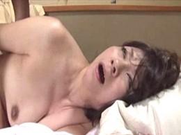 「息子の精子が欲しい」高齢熟女母が息子に突かれ白目剥いてヒクヒク痙攣!江原あけみ02