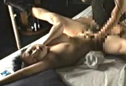 連続イキ痙攣する調教中の熟女!重田加代子