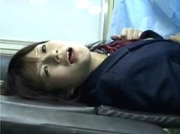 美少女JKが婦人科診療で悪徳医師に挿入されて中出しビクビク痙攣!02