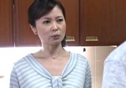 熟女母が息子友人の性奴隷となり快楽に溺れビクビク痙攣イキ!三井茜3