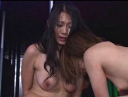 卑猥な性奴隷ショーで母は騎乗位腰振り痙攣し、娘は浣腸され大量お漏らしの辱めを受ける!友田真希ほか