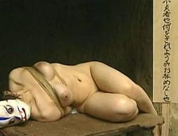 不貞人妻が村の掟に従い男達にまわされ中出しされビクビク痙攣!中森玲子