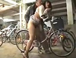 美人妻が駐輪場で犯され大量潮吹き!自宅でガン突きされエビ反り痙攣!管野しずか02
