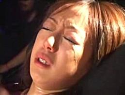 公開強制快楽責めで辱められヒクヒク痙攣して号泣する結城リナ!