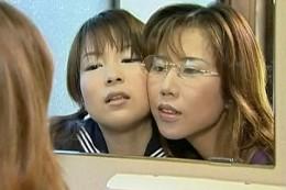 熟女教師に電動付きペニバンでガン突きされオーガズムする教え子JK!飯塚マナ・小沢志乃02