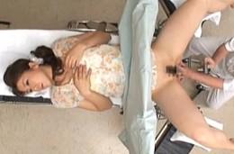 ワレメの匂いが気になる人妻が婦人科で悪徳医師に突かれヒクヒク痙攣!0