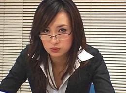 美人熟女上司は長身でガニ股!オフィスで背の低い部下達に突っ込まれて中出しビクビク痙攣エッチ!寧々02