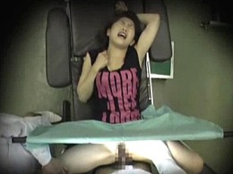 婦人科診療に来た人妻が悪徳医師にガン突きされ大量ハメ潮吹き痙攣!