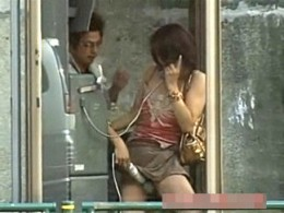 超発情した熟女が公衆電話ボックスの中で電マ当てられ潮吹きお漏らし痙攣イキまくり!高嶋ゆうこ・片平恭子00