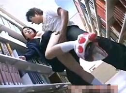 メガネ美少女が声が出せない図書館で陵辱魔に犯され足ガク痙攣!最後は男達に大量ぶっかけられる!2能世愛香