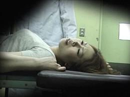 婦人科診療に来た人妻が分娩台で手マンされヒクヒク痙攣!中出しエッチ!
