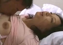 高齢熟女の美人妻が連続強姦!夫の親友に犯されビクビク痙攣!安野由美