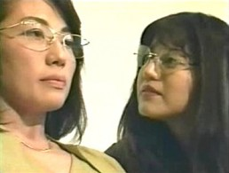 メガネ熟女が両頭ディルドでガクガク痙攣悶絶オーガズム!川村恵美子