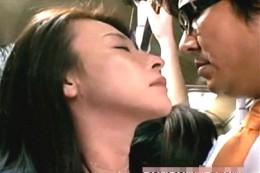 唇までは3cm、寂しい美熟女OLはバスの中で人肌を求め、逆痴漢して痙攣腰砕け!JKの哀れな年増扱いは許さない!02