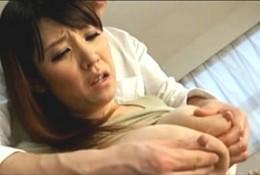 「いっぱい飲んで〜」媚薬で母乳が出る体になった爆乳熟女母が息子と家庭教師相手にビクビク痙攣3P!桜木美央0