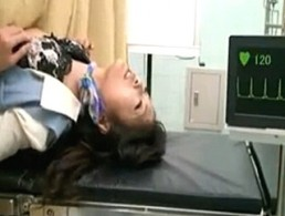 美人OLが婦人科検査で膣内刺激されまくり潮吹きエビ反り痙攣イキ連発!02