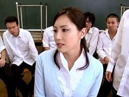 清楚な美人教師は生徒達の性奴隷!オナニー痙攣して潮吹きしてビクビク痙攣イキまくり!真白希実