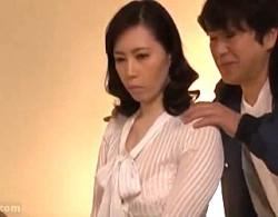 爆乳の美熟女母がガクガク痙攣アクメ!02