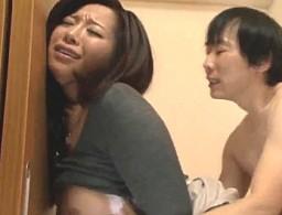 巨乳人妻の管理人が住人の若い息子に弄ばれてビクビク痙攣オーガズム!KAORI05