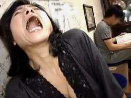 ド変態おばさんが温泉旅館で露出オナニーしてビクン痙攣イキ!江原あけみ02