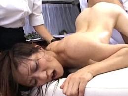 性感エステで美熟女がエビ反り大痙攣!02