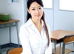 貞淑な美人妻教師が同僚教師に調教され中出し痙攣イキ!神田光0