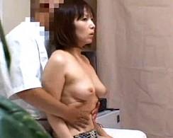巨乳人妻が整体治療でガン突きされて大絶叫中出しビクビク激痙攣!