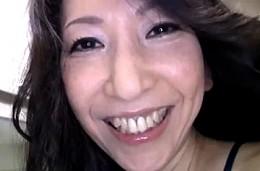 高齢熟女母が息子にガン突きされビクン痙攣イキ!内村美智子02