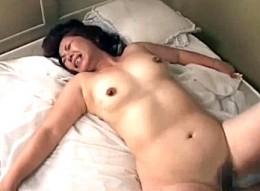 高齢熟女の母が息子巨根の虜になりガン突きされ絶叫ビクビク痙攣イキ!平川奈美