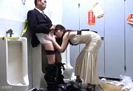美人キャバ嬢が公衆トイレでお客を痴女って座位でビクビク痙攣イキ!3