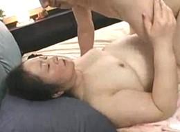 七十路の超高齢熟女が失神寸前セックス!硬直痙攣して倒れそう!
