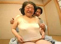 七十路の超高齢熟女のお婆ちゃんが高速ピストンされ硬直痙攣!