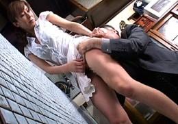 美熟女の家政婦が初老の主人に和姦されハメ潮吹きビクビク痙攣イキ!澤村レイコ02