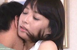 美人の義母が娘に隠れて娘婿にガンガン責められ潮吹きビクビク痙攣イキ!安野由美0
