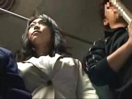 熟女母と娘JCがバスの中で痴漢レイプされガクガク痙攣イキまくり腰砕け悶絶!中森玲子03