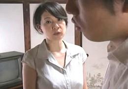 美熟女の母が不倫密会でビクビク痙攣イキ!息子に脅され母子相姦も![ヘンリー塚本]大沢萌000